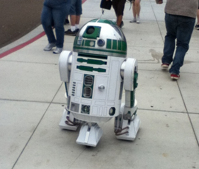 Life-sized radio-controlled R2-D3